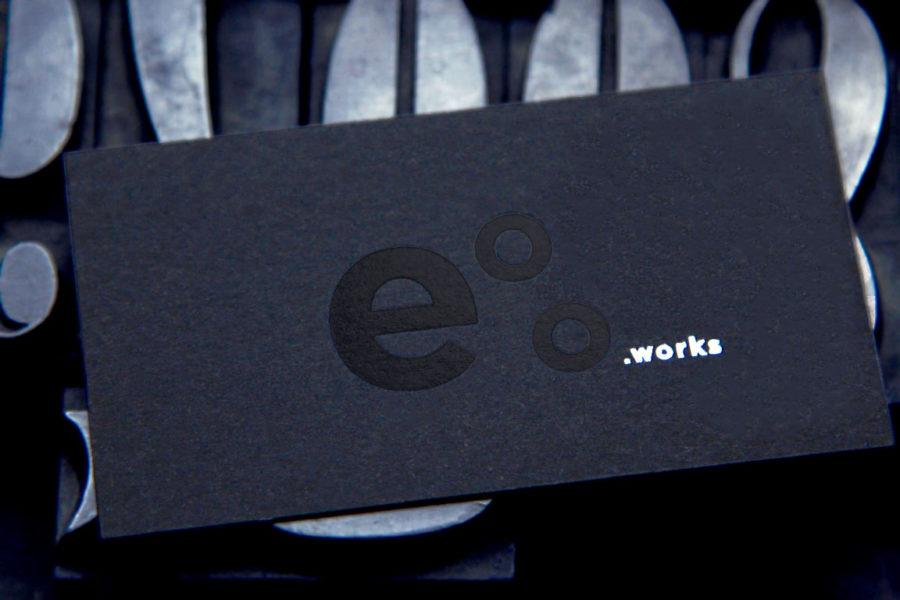 Carte De Visite Papier Pur Coton Noir Avec Limpression Du Logo En Dorure Noire