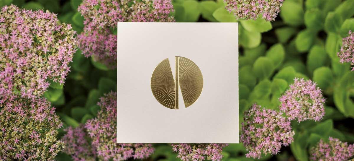Photo de la Carte de voeux modèle Butterfly au format 16 de la collection intaglio 2021