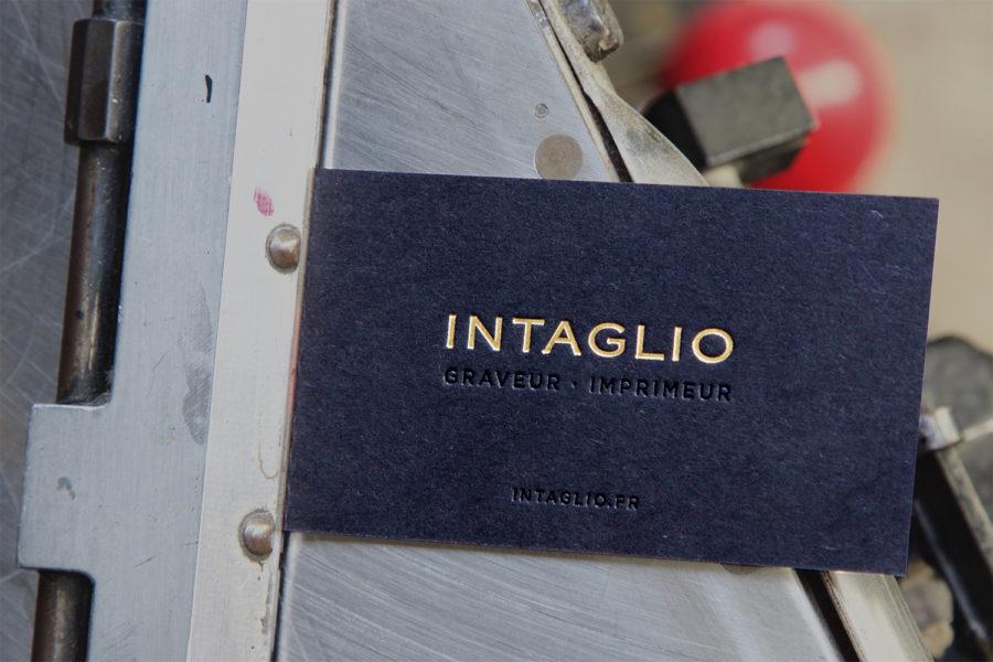 Carte de visite Intaglio pour Intaglio Gravé Or et Noir sur papiers Noir et blanc contrecollés