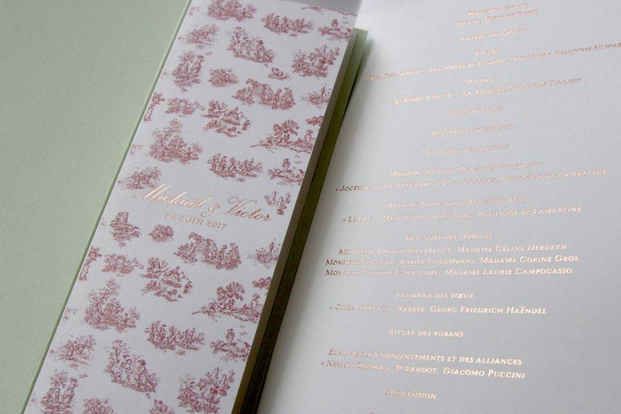 Faire-part de mariage et livret de cérémonie gravé en Or sur papier imprimé toile de Jouy et blanc imprimé par Intaglio