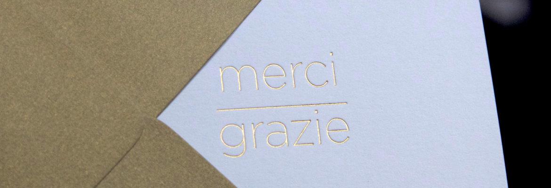 carte de remerciement avec Merci-Grazie gravé en or sur la couverture de la carte double par l'imprimerie Intaglio