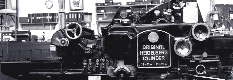 Photo N&B d'une presse Heidelberg à Cylindre dans l'Atelier Intaglio