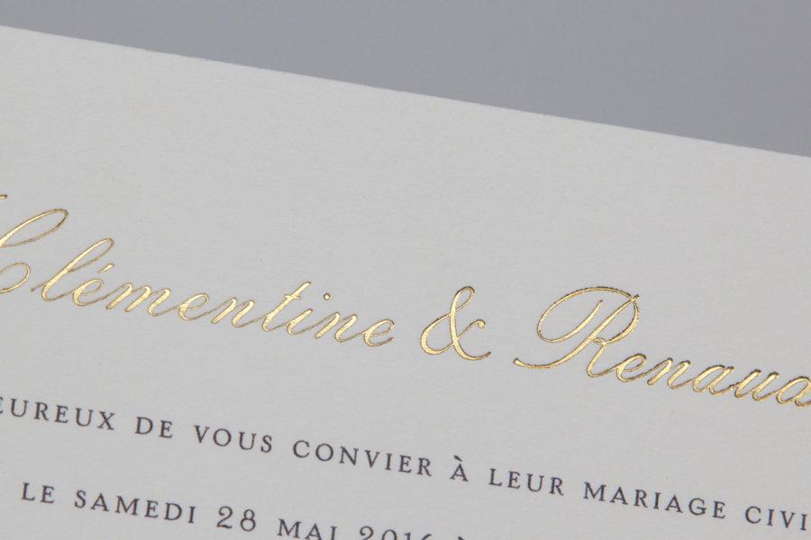 Faire-part de mariage avec les prénoms des mariés gravés en or à chaud par l'imprimerie Intaglio