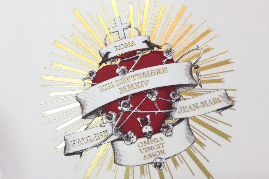 Faire-part de mariage avec illustration en impression rouge, noir et gravure or par l'imprimerie Intaglio