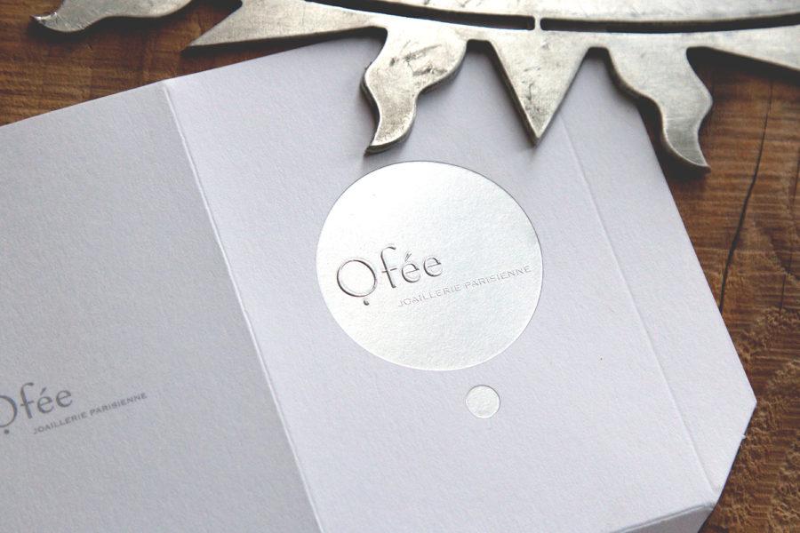 La photo représente le logo de la maison de bijouterie Ofée gravé en argent