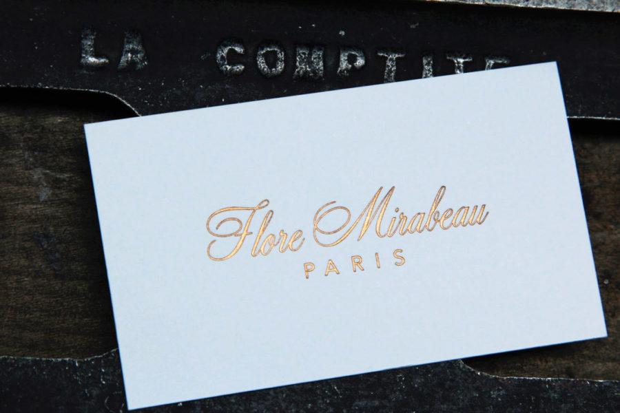 Carte de visite blanche imprimée en dorure or par imprimerie Intaglio Paris pour Flore Mirabeau