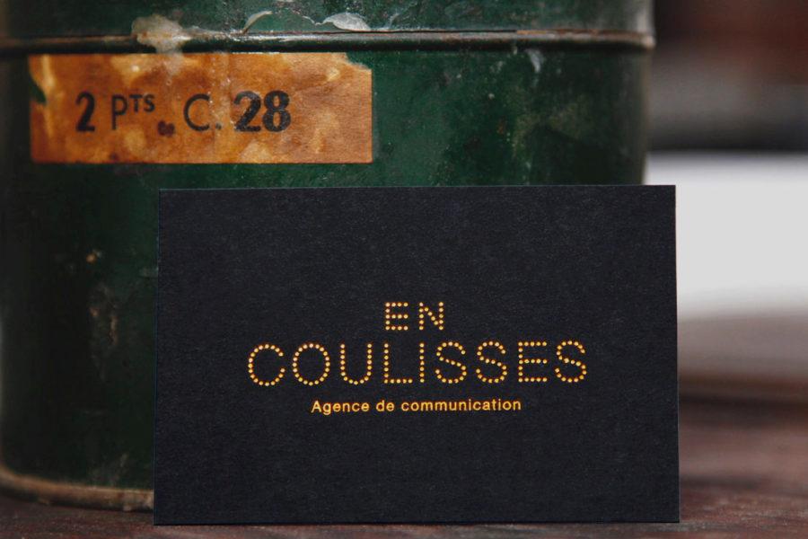 Carte De Visite Noire Imprimee Gravure Cuivre Par Imprimerie Intaglio Paris Pour En Coulisses Agence Chevron