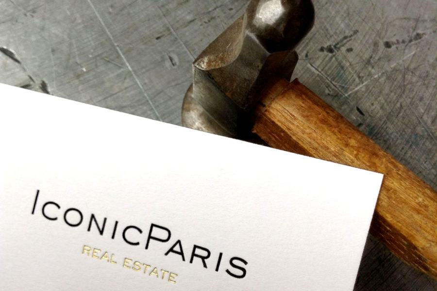 Carte de visite imprimée gravure noire et or sur papier blanc par Intaglio paris pour Iconic Paris