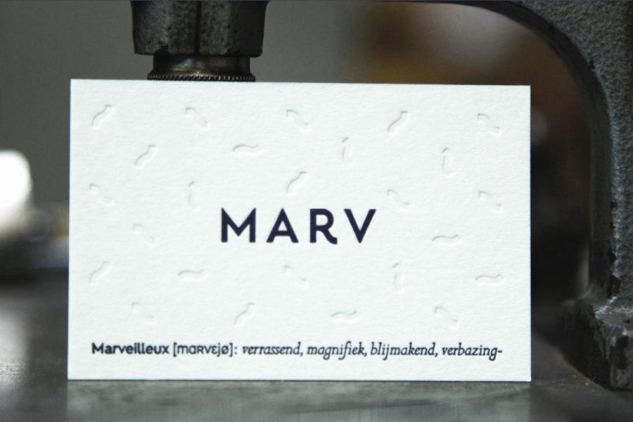 Carte de visite en papier pur coton blanc au verso logo imprimé en estampage et dorure noire pour la société Marv par intaglio