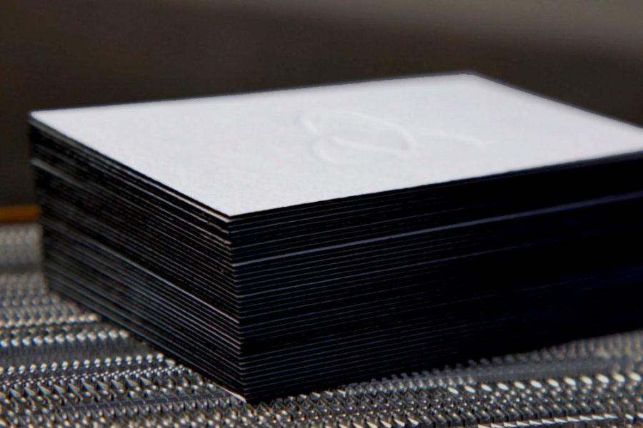 Carte de visite coton avec la tranche couleur noire pour la société Triskel par Intaglio imprimerie à Paris