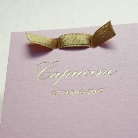 Faire-part de naissance collection Haute Couture dorure or sur carte de couleur rose Candy par Intaglio-Paris