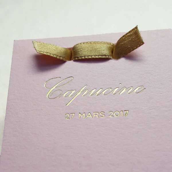Faire-part de naissance collection Haute Couture dorure or sur carte de couleur rose Candy par Intaglio-Paris