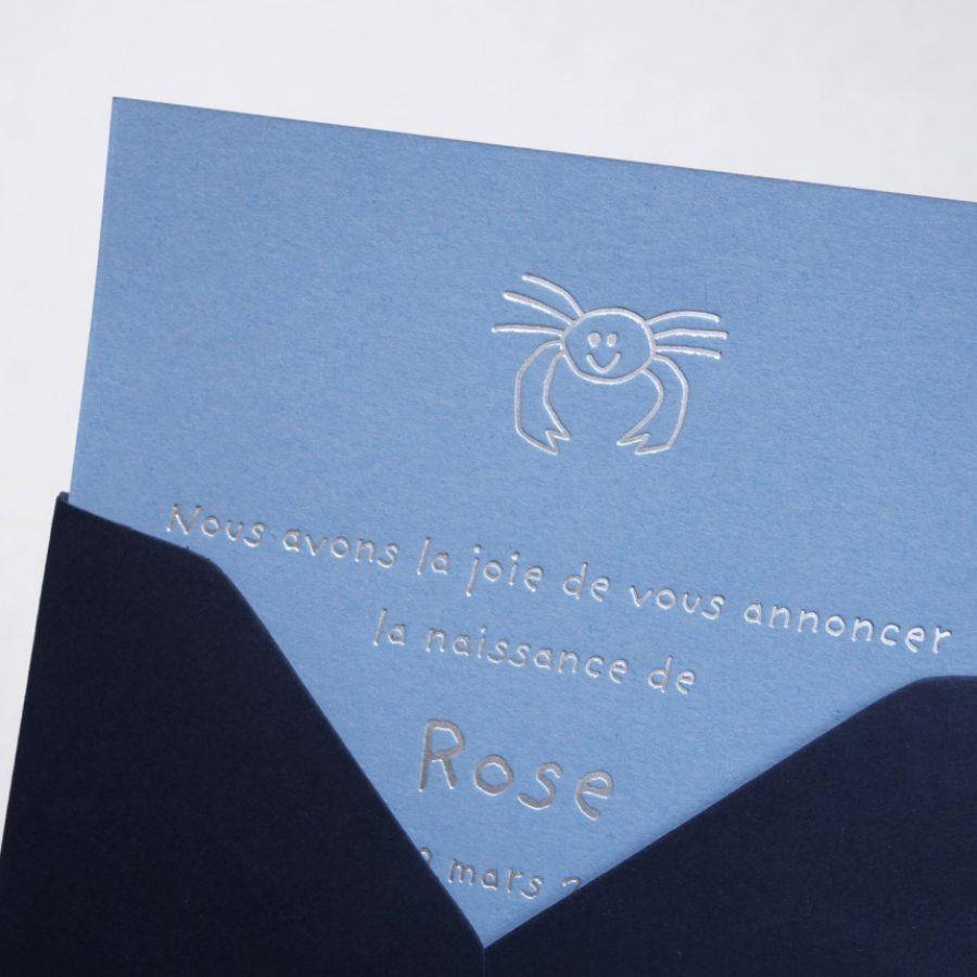 Faire-part de naissance collection Toys Crabe en dorure argent sur carte de couleur Azur par Intaglio-Paris