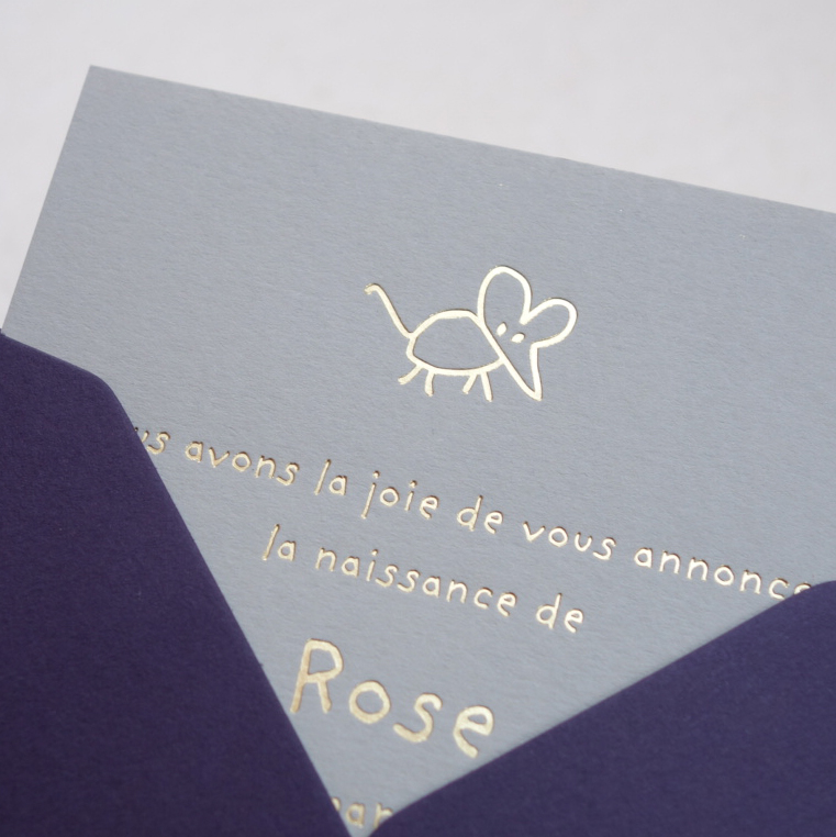 Faire-part de naissance collection Toys Souris en dorure or sur carte de couleur Grey par Intaglio-Paris
