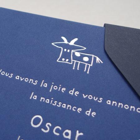 Faire-part de naissance collection Toys Vache en dorure argent sur carte de couleur Bleu de Sèvres par Intaglio-Paris