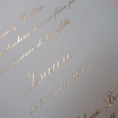 Faire-part de naissance collection Tradition Anglaise en dorure or sur carte de couleur Blanche par Intaglio-Paris